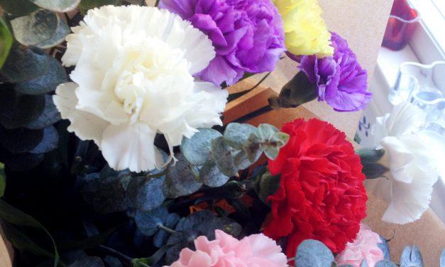 Väriä kevääseen
